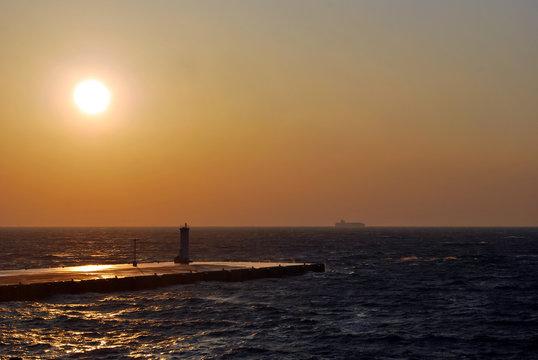 伊豆大島元町港の夕日