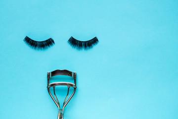 False Eyelashes and eyelash curler