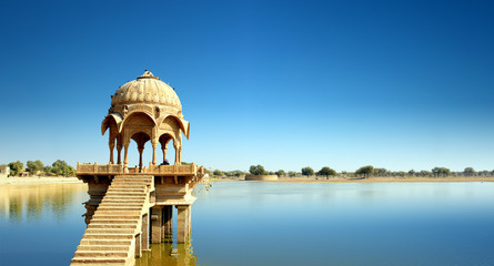 Fototapete - Gadi Sagar temple gazebo on Gadisar lake Jaisalmer, Rajasthan, India