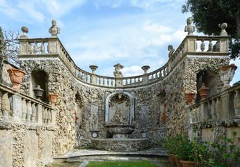 Secret garden with sculptures on the fille Gambéraia in Settignano. Upper garden in Villa Gamberaia.