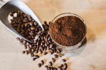 Foto op Plexiglas koffiebar Café en grains et en poudre