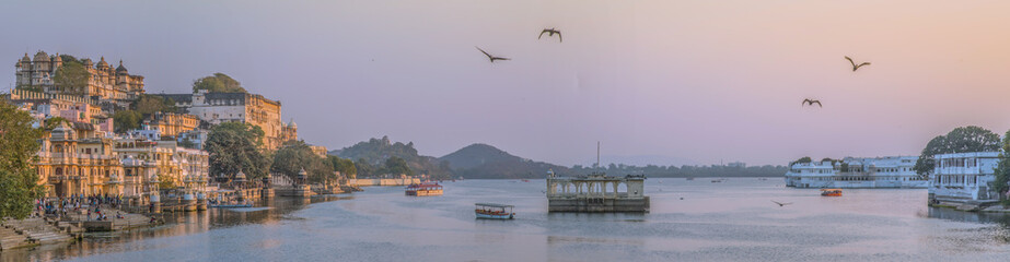 Panorama view of Udaipur, India, at sunset Fotomurales
