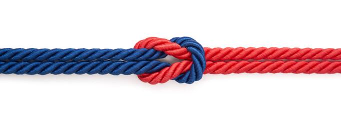Czerwona i niebieska linka związane na białym tle