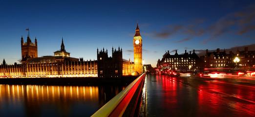 Fototapete - Big Ben, Palace of Westminster, Traffics present