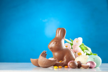 Fotoväggar - Chocolate Easter bunny and eggs