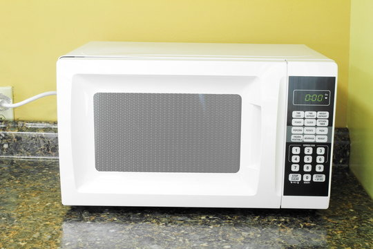 electric microwave oven for cooking and heating food