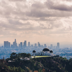Fotobehang Los Angeles Griffith Observatory with Downtown Los Angeles in view