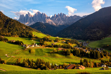 Fototapete - Santa Maddalena village with magical Dolomites mountains in background, Val di Funes valley, Trentino Alto Adige region, Italy, Europe