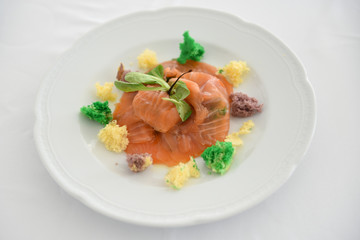 piatti a base di pesce serviti in un ristorante