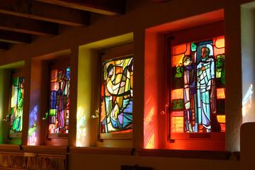 Glasfenster in der Wallfahrtskirche, Luthernbad, Luzern, Schweiz Wall mural
