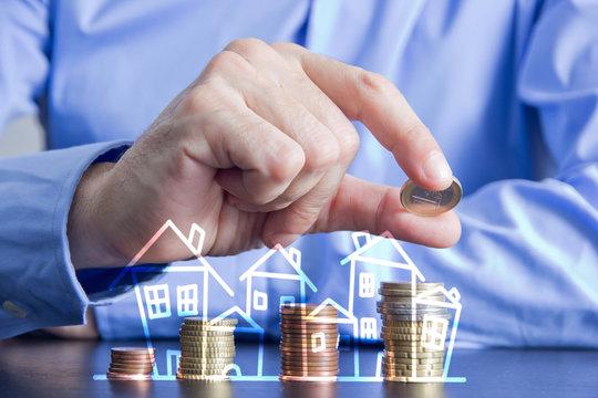 dita, monete, risparmio, casa, investimento sul mattone,