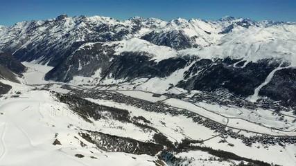 Fototapete - Aerial 4K - Livigno - Valtellina (IT) - Vista invernale