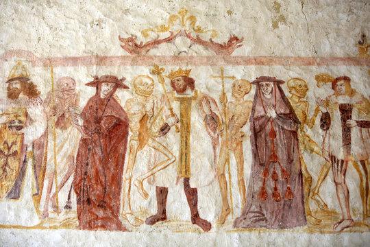 """""""La danse macabre"""". XV ème siècle. Eglise Saint-Germain de la Ferté Loupière. / """"The Dance of Death"""". XV century. Saint-Germain Church of La Ferte Loupière."""