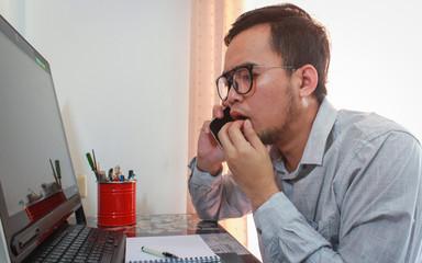 Papiers peints Salon de coiffure businessman using smart phone and laptop while sitting in cafe.