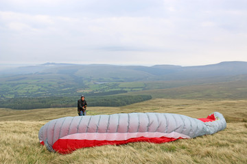 Fototapete - Paraglider launching in the Brecon Beacons, Wales