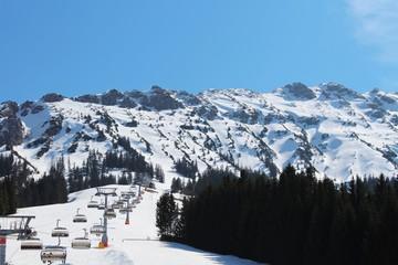 Frühlingsskifahren in Oberjoch, Allgäu, Bayern