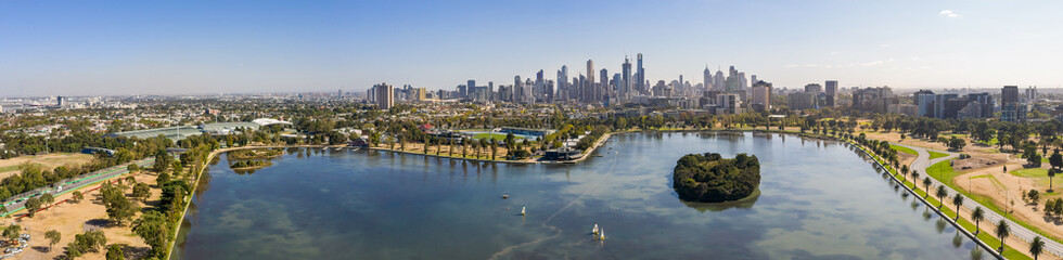 Panoramic view of the beautiful city of Melbourne from Albert Park lake