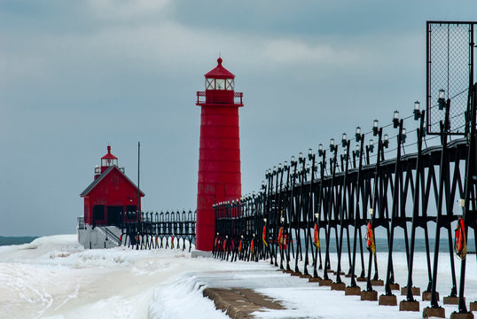 538-08 Grand Haven Lights in Winter