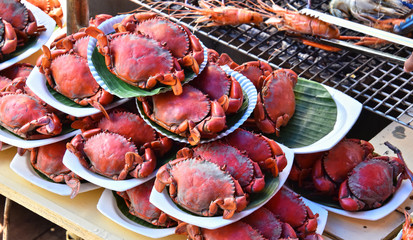 Grilling prawns and crabs in the street restaurant in Thailand