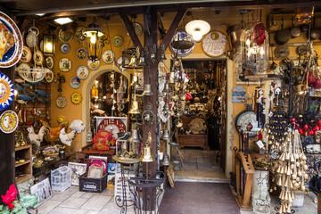 Sirmione, Italy: Vintage souvenir shop