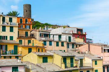 Fototapete - Residential building in resort village Vernazza, Cinque Terre, Italy