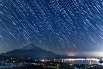 山中湖からの富士山夜景スタートレイル画像(山梨)