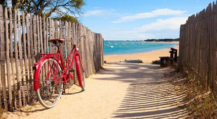 Foto auf AluDibond Fahrrad Détnete sur la plage après une balade à vélo sur lîle de Noirmoutier