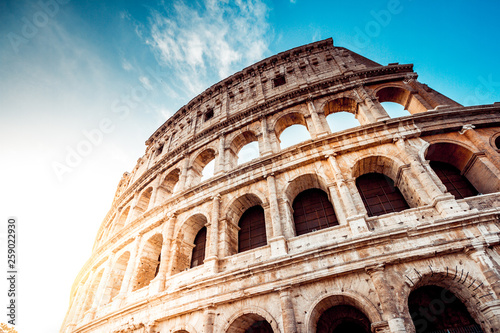 Fototapete The ancient Colosseum in Rome at sunset