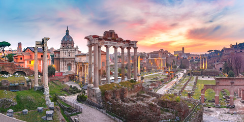 Ancient ruins of Roman Forum at sunrise, Rome, Italy Fototapete