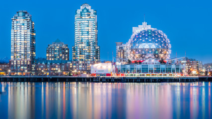 Vancouver, British Columbia, Canada. Long exposure of the downtown at dusk. Fototapete