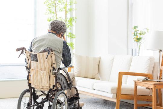 シニア男性 車椅子