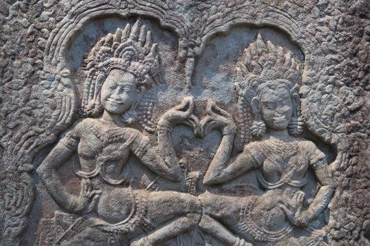 Danseuses sculptées  bas relief Angkor