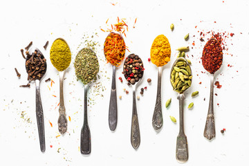 Set of indian spices in spoons on white Fototapete