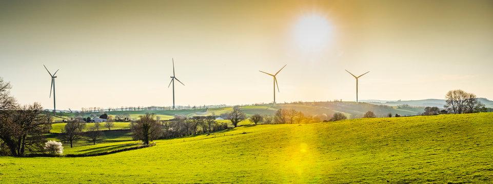 panorama d'éoliennes en bourgogne, Saône-et-Loire
