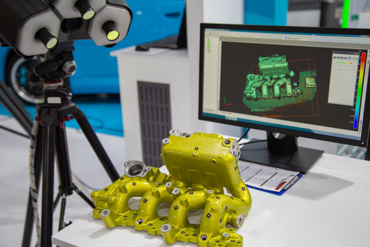 Engine part inspecting by white light 3D scanner manufacturing system