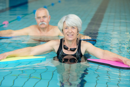 seniors on swimming pool exercise