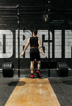 Weightlifting in the gym