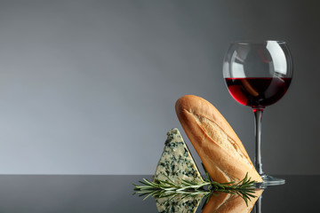 Blue cheese with bread, rosemary and wine.
