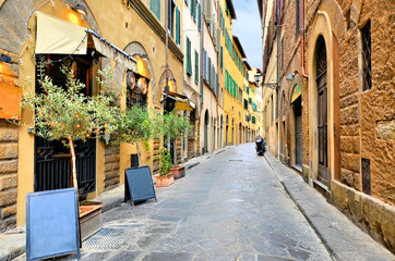 Fototapete - Quaint street in the historic Old Town of Florence, Tuscany, Italy