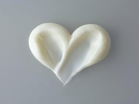 heart shape cosmetic cream