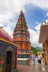Hindu Tempel mit Touristen auf Mauritius