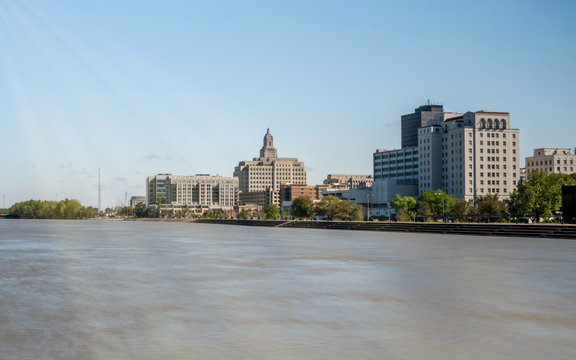 Overveiew of Downtown Baton Rouge on Mississippi River