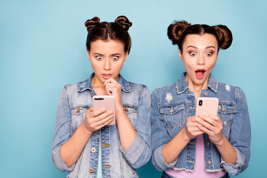 Portrait of cute surprised fellows fellowship worried confused impressed by incredible news on gadgets social networks apps screaming omg wow wearing denim jackets isolated on pastel background