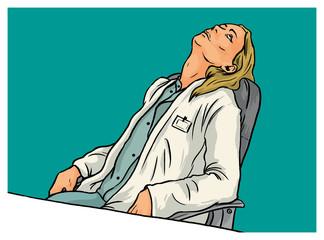 Erschöpfte Frau als Ärztin beim Ausruhen