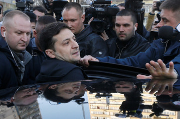 Ukrainian presidential candidate and comedian Volodymyr Zelenskiy gets into a car after undergoing a drugs and alcohol test in Kiev