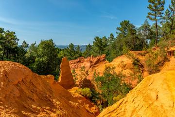 Fototapeta Roussillon, największe złóża ochry na świecie (skały wykorzystywanej jako naturalny barwnik), Francja obraz