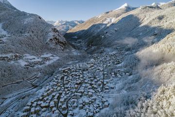 Chiesa Valmalenco - Valtellina (IT) - Vista aerea invernale con neve fresca
