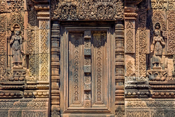 Old ruins of Banteay Srei at Angkor city Fototapete