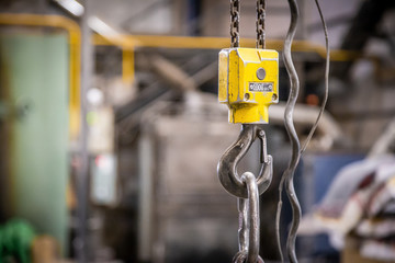 Elevator machine with steel ropes