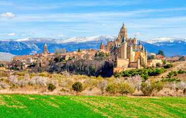 In de dag Oude gebouw Segovia Cathedral and Alcazar located in the main square of the city of Segovia in Spain.
